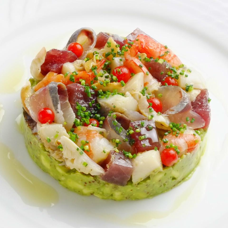 海の幸とアボカドのサラダ