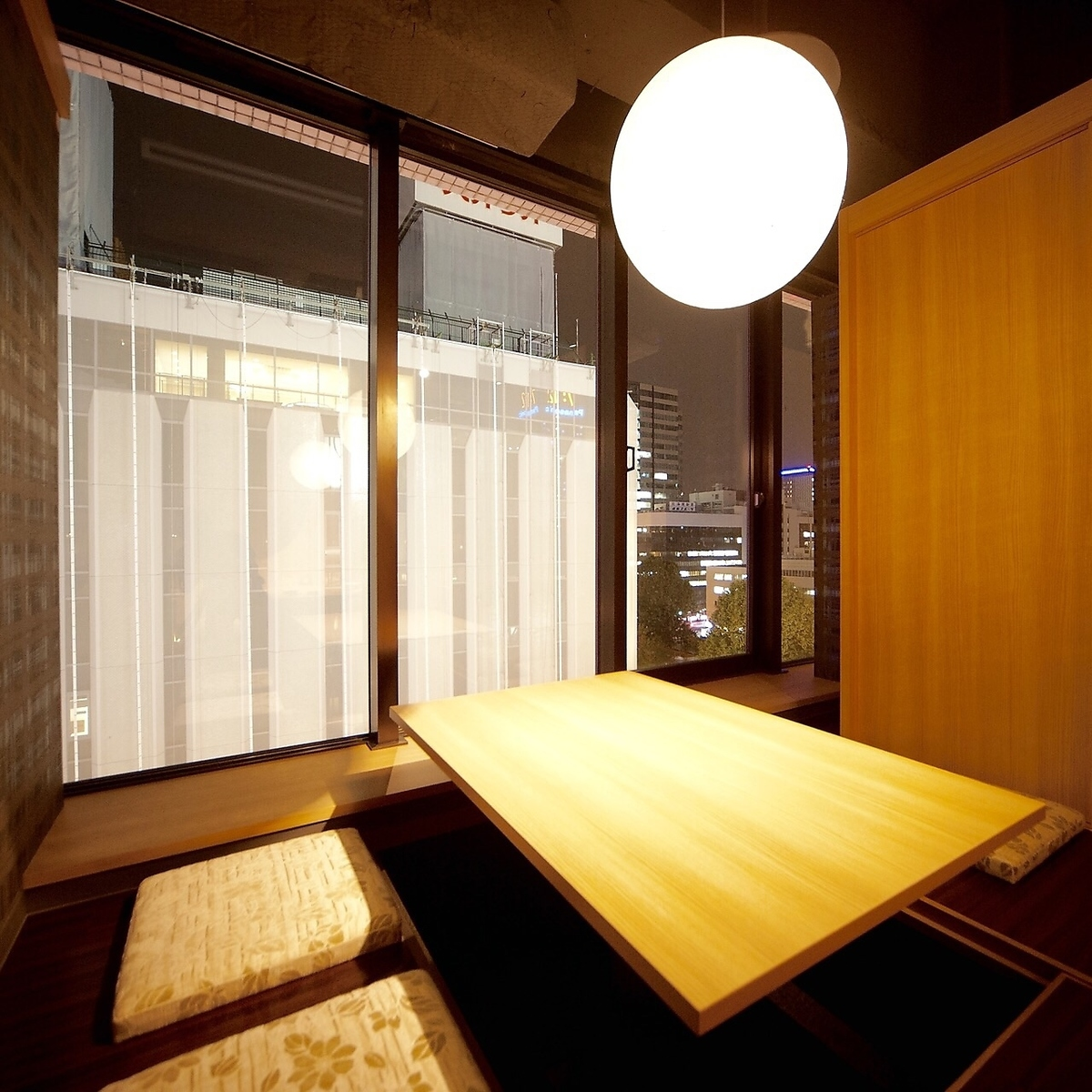 Private room but one side glassed and open feeling digging tatami private room / 2 - 8 people