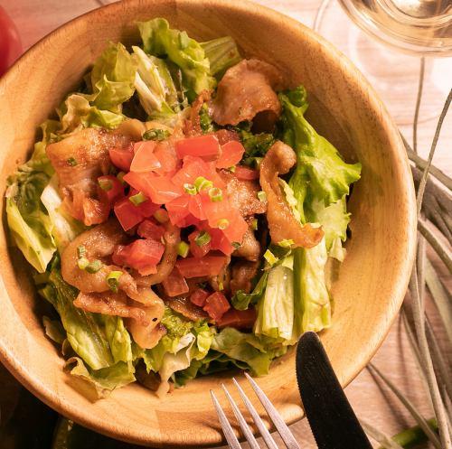 豚トロ焼肉サラダ