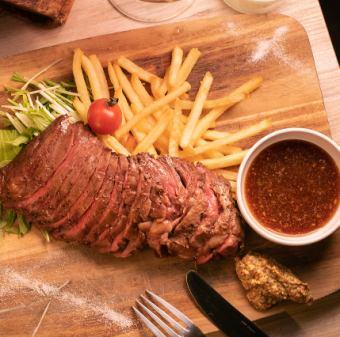 ボリューム満点。牛ハラミ肉のステーキ300g