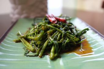 """공심 채소의 삼발 볶음 """"찌리칸콘""""Chili Kangkong"""