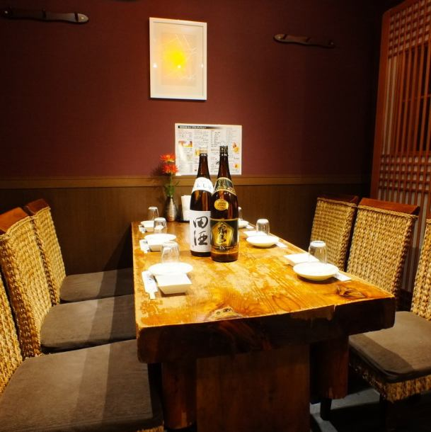 【Completely private room with door】 Recommended for various banquets such as welcome party and farewell party in the atmosphere of calm atmosphere.From small groups to groups can be used.In-store layout change is also possible.