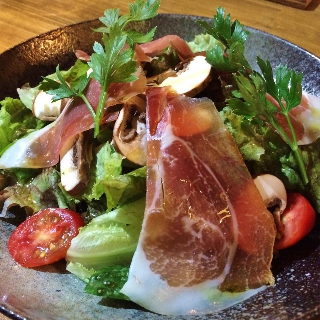Hasegawa agricultural mushroom and raw ham salad