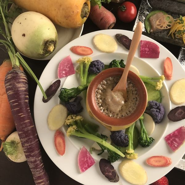 有机蔬菜丰富的Bagna cauda