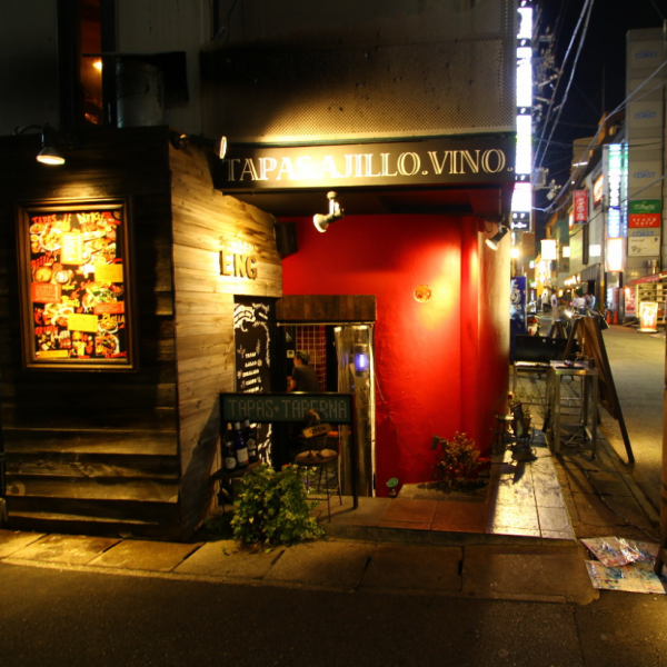 Red walls are a landmark ♪ Customers wanting a private party or banquet are free to contact the store staff !!