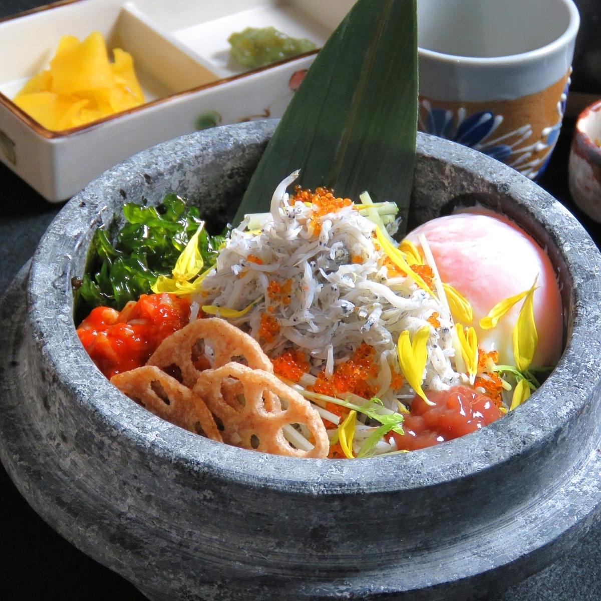 Lots of shrimps and tea pickles of Mitsuba