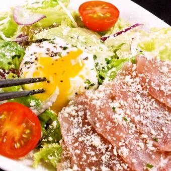 Caesar salad - hot spring egg served - of raw ham (large / small)