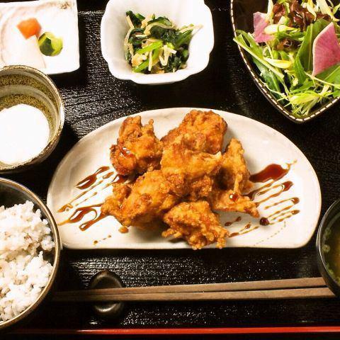 """""""每日健康午餐""""主要的日常肉類,魚類菜餚和四個可用◎"""