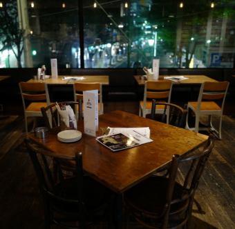 【2階フロア・友人や同僚との飲み会に♪】【広々とした開放感のある4名席】