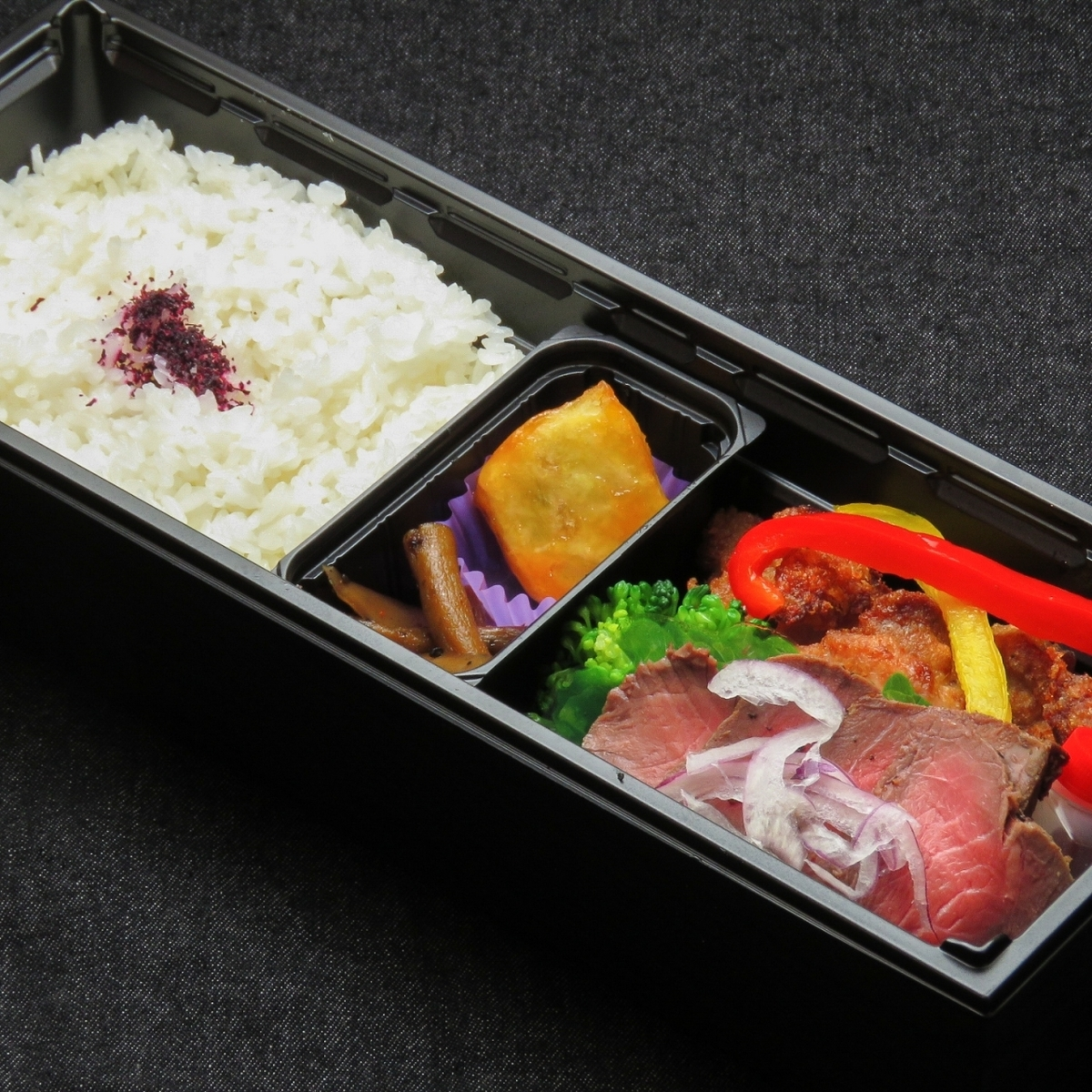 【Warming lunch box】 Roast beef and chicken tango lunch box