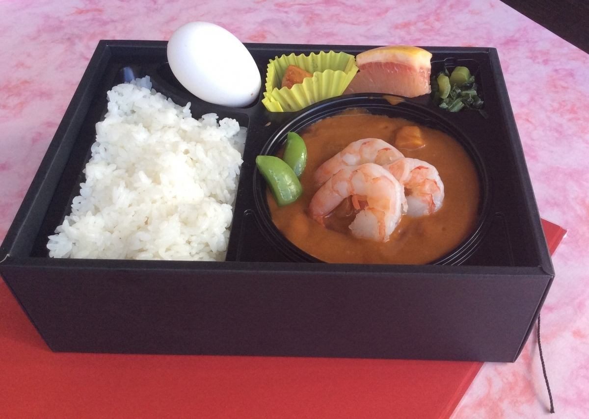 <Warm shrimp and beef curry> 1200 yen (excluding tax)