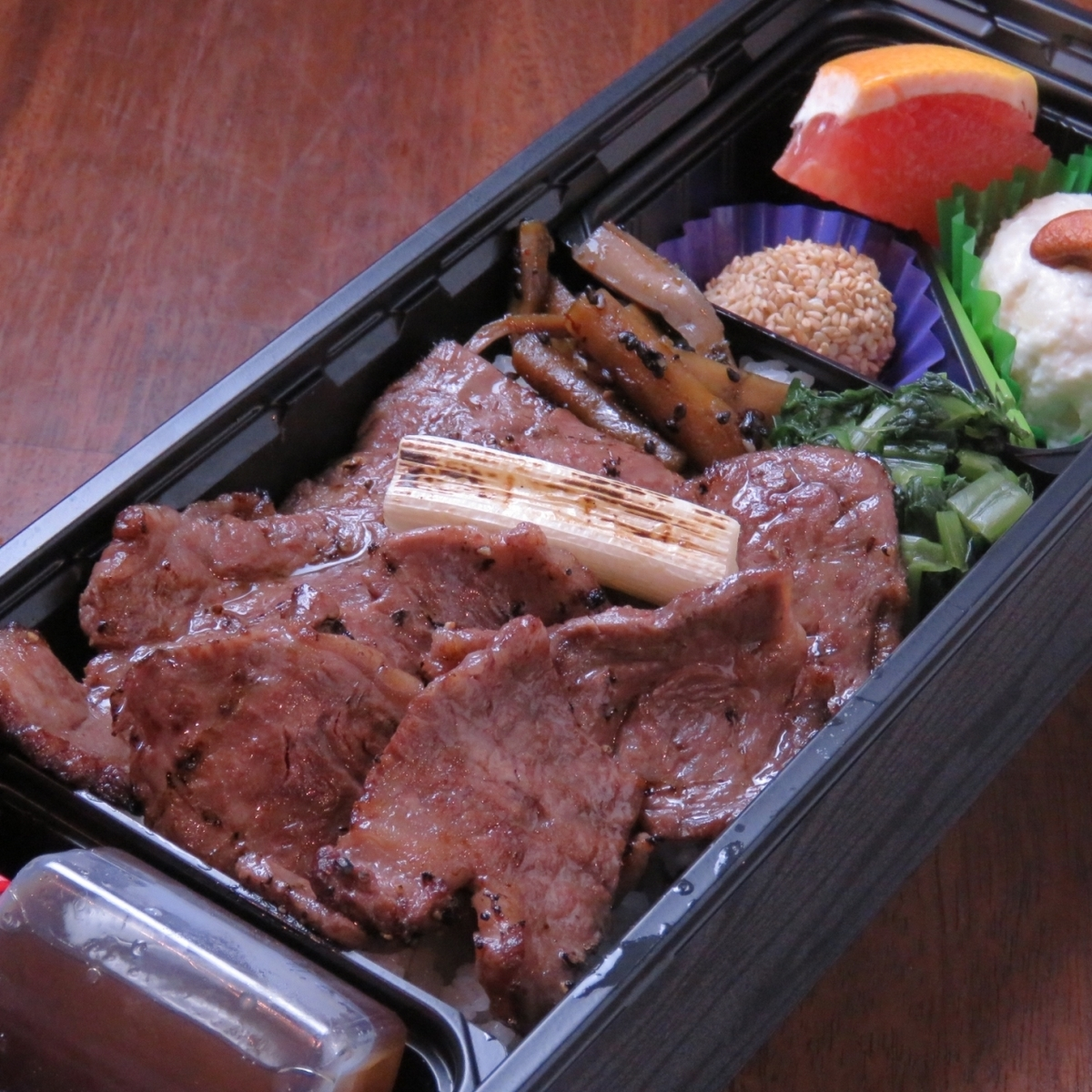 Kuroge Wagyu Beef Charcoal Broiled Bento / Special Cow Tongue Charcoal Broiled Bento Bento