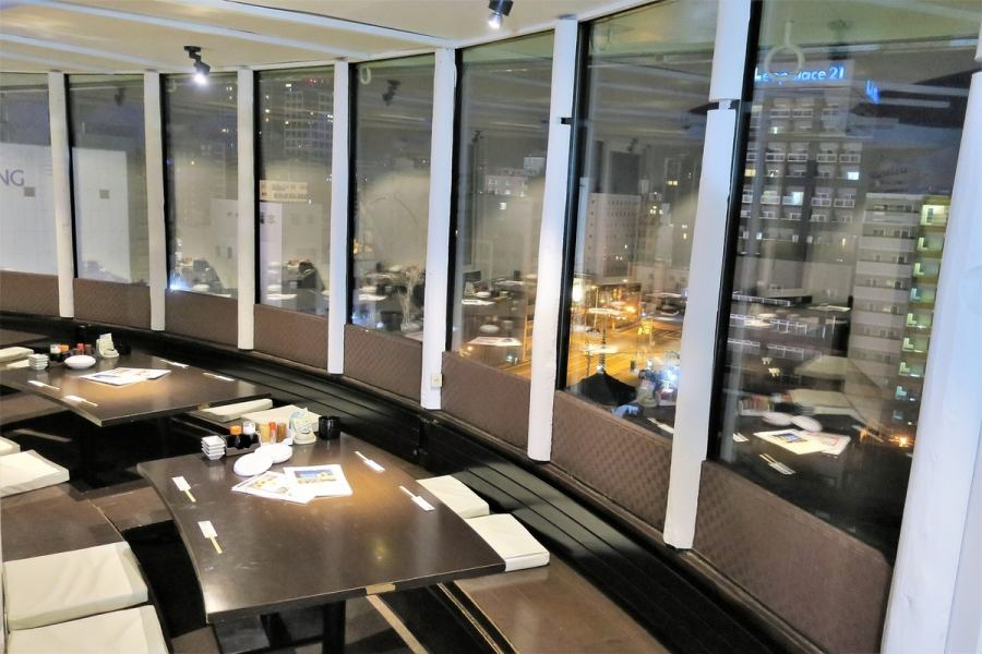 Inside the shop overlooking the night view.It is the privilege of maruhan cafe that you can enjoy Hokkaido's season and seafood in this atmosphere.Seat sofa with night view which is possible from 2 people ♪ You have digging seats!