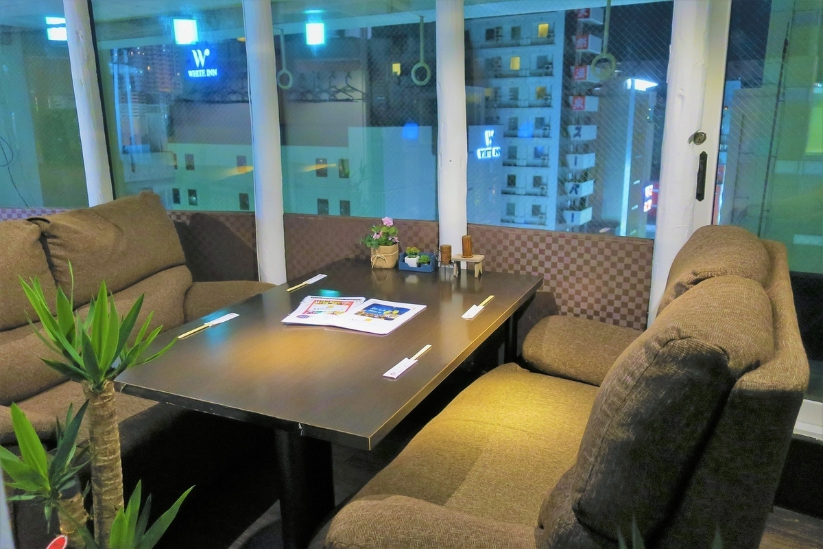 It is fully equipped with fluffy sofa seating for 2 to 4 people.You can enjoy night view even at this seat.It can also be used for scenes such as gong combo !!