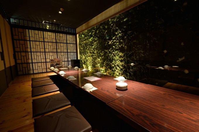 和の雰囲気を感じながら。掘りごたつでゆっくり足が伸ばせる完全個室。
