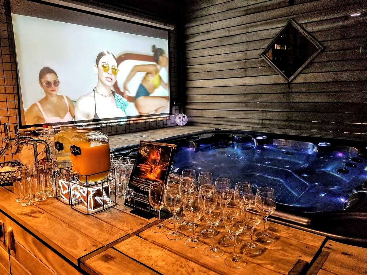 Jacuzzi & 100 inch monitor for all season