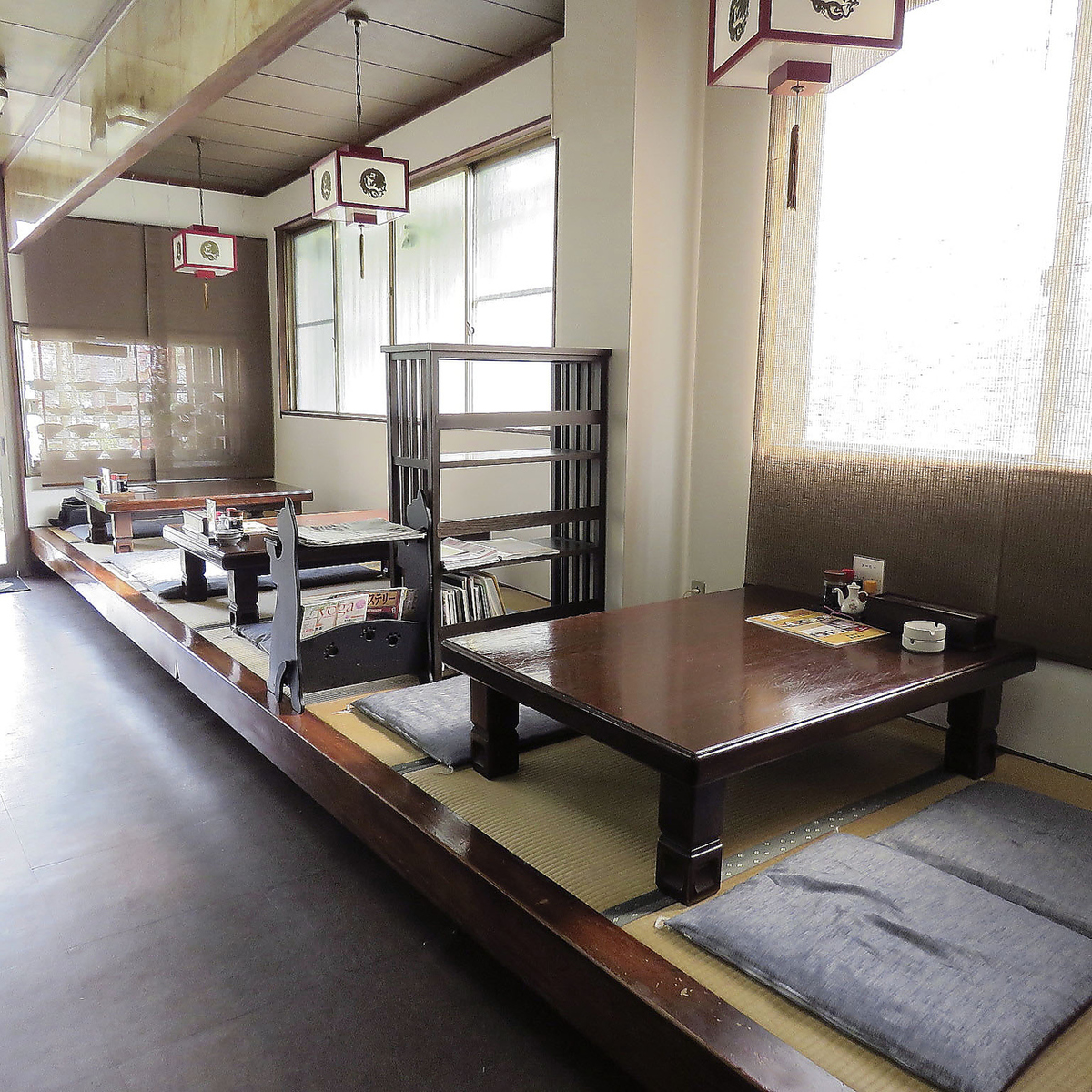 It can correspond from two people or more.It is safe even if there are young children! ♪ spacious and relaxing cushion seats ♪ Ideal for banquets ◎ Enjoy by enclosing the Wai Wai desk with everyone.