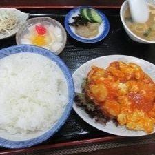 套虾和鸡蛋辣椒酱的餐