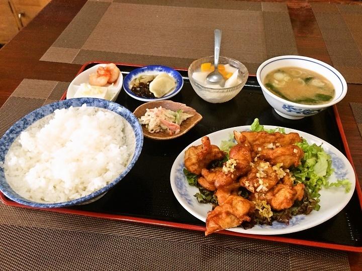 鶏の唐揚げ薬味ソース掛け定食 800円(税込)
