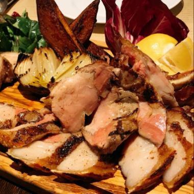 ◆炭火で焼き上げる豪快肉料理をメインに・・・
