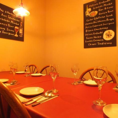 最大8名~12名様迄の個室。少人数パーティーにオススメ!温かい雰囲気の中ゆったり寛げます♪