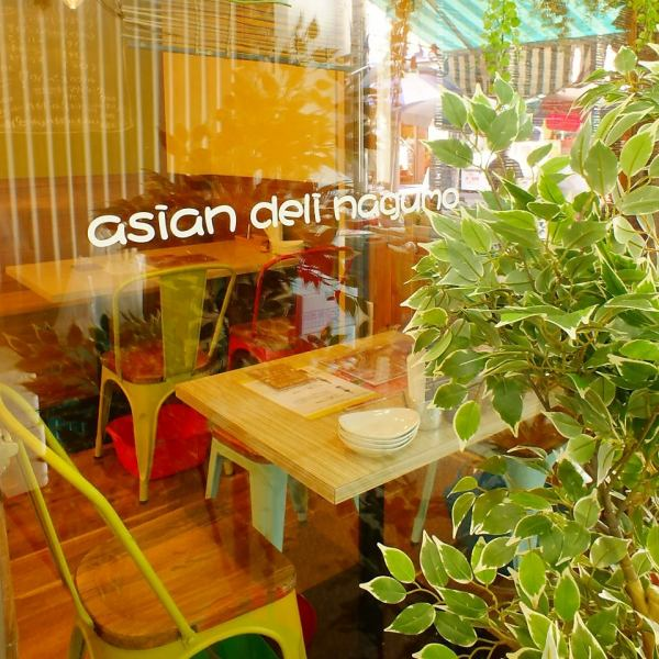 A cute window seating where the inside of the store can peep is popular with female customers! SUGO walking from the station! Enjoy Asian food such as Vietnamese and Thai dishes ♪