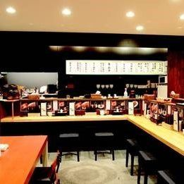Inside the warm interior with appearance reminiscent of ramen street.Ramen, you can taste sake too.