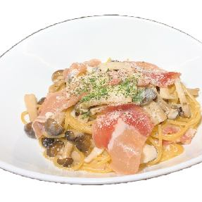 Cream pasta with plenty of raw ham and buffet set