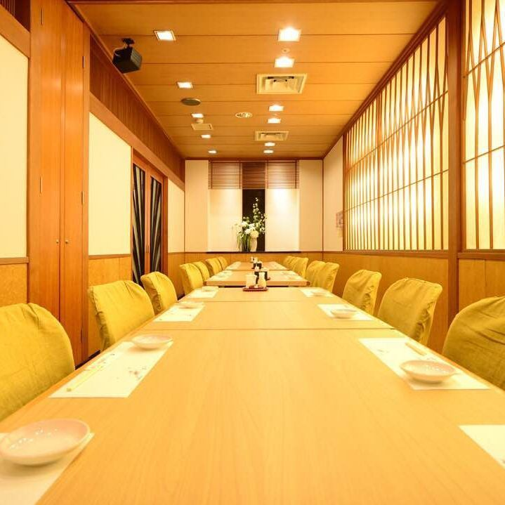 A fully individual room can be used for up to 25 people.Please also use it for ordinary banquets, places of law and so on.You can feel even more delicious meal in the atmosphere of the store as well as the interior feel.Because it is a complete private room, please enjoy the party without worrying about the surroundings.Farewell reception party, drinking party, legal affair, luncheon party, anniversary, birthday, family dinner party, entertainment meal ◎
