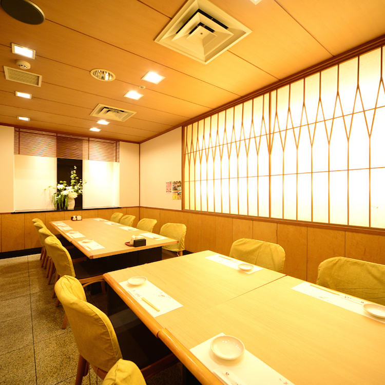 The layout can be changed from 2 people to 12 people! If you are a medium size banquet, this seat is recommended ☆ You can feel even more delicious meal in the atmosphere of the interior, also in the interior design.Because it is a complete private room, please enjoy the party without worrying about the surroundings.Farewell reception party, drinking party, legal affair, luncheon party, anniversary, birthday, family dinner party, entertainment meal ◎