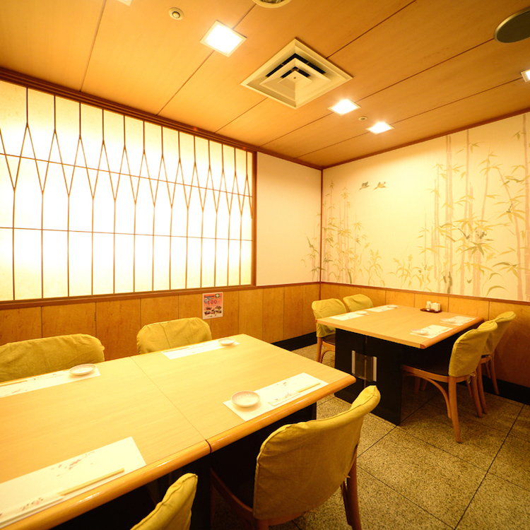 For 2 to 8 people, layout can be changed according to the number of people! Customers using small to medium sized banquets are very convenient here.It is a perfect seating for your company's seniors, drinking party with juniors, family meals, memorial day · Halle's day etc. ♪ Please contact us at any time without hesitation!