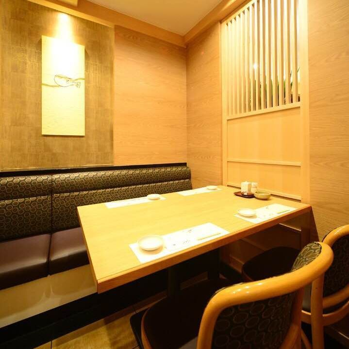 A semi-private room that can be used for 2 to 4 people.It is also recommended for dating.