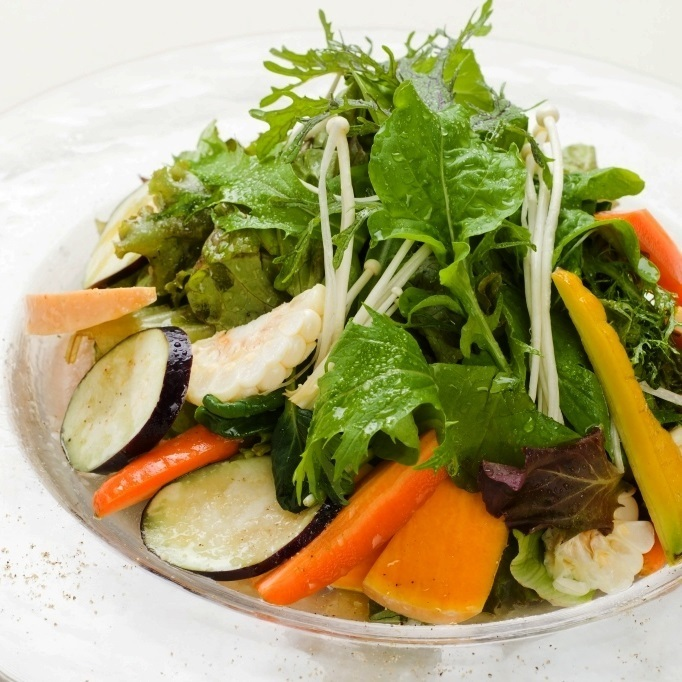 Vegetable fresh salad with commitment from farmers nationwide