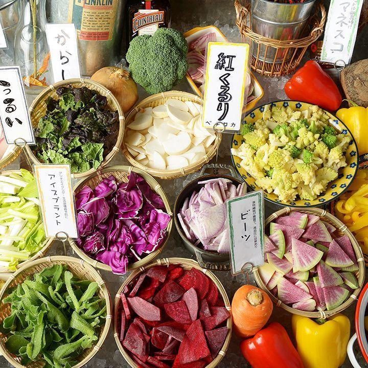 在2楼桌位子的新鲜的种田沙拉柜♪