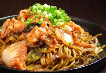 Spicy fried kimuchi pork fried noodles (sauce)