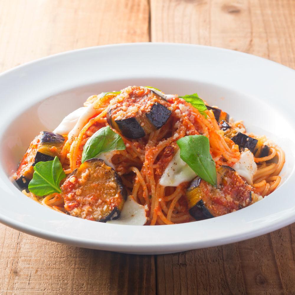 Eggplant and mozzarella cheese tomato sauce pasta