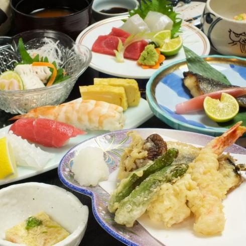 寿司、酒の肴が充実!大将おすすめ日の本酒が絶品の名店です♪ガンプラがあるお店!!