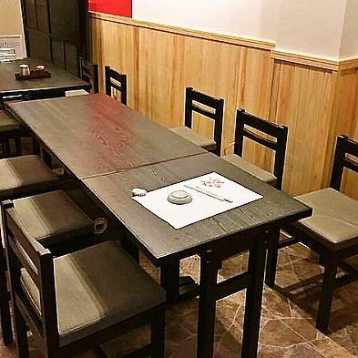 ついに!皆様待望のテーブル席にリニューアルしました!より多くのお客様に楽しんでいただける店内に仕上がりました♪店内には、数多くの有名人のサインも飾られています♪ご家族と・お仕事帰りい友人と、など様々なシーンでご利用いただけます。立花・尼崎で宴会なら染わかへ♪