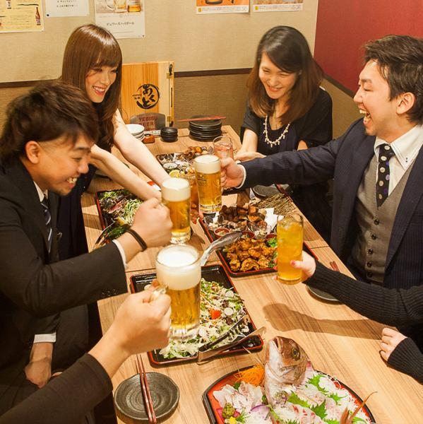 人気の掘りごたつ席。テーブル同士を付けることで最大25名様迄着席が可能ですので宴会に◎。ロールカーテンがあるため、人数に合わせてお席のセッティングも可能。お仲間同士での飲み会におすすめです。