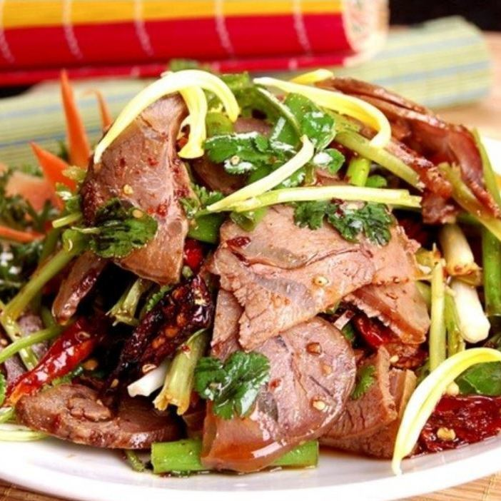 쇠고기와 야채 사천 무침