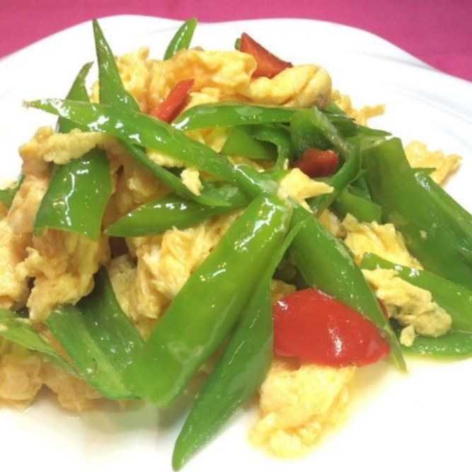 Stir-fried egg of red peppers