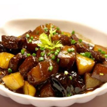 Braised with jujube fruit and three-tiered meat