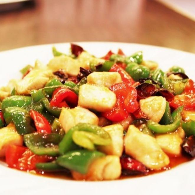 Stir-fried chicken and green peppers