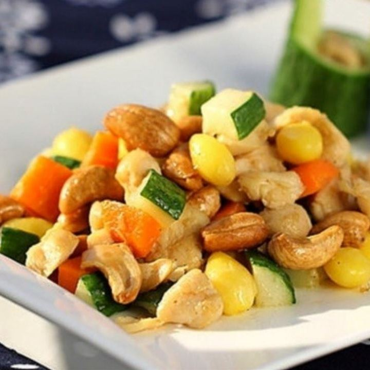 Stir-fried chicken and cashew nuts refreshingly