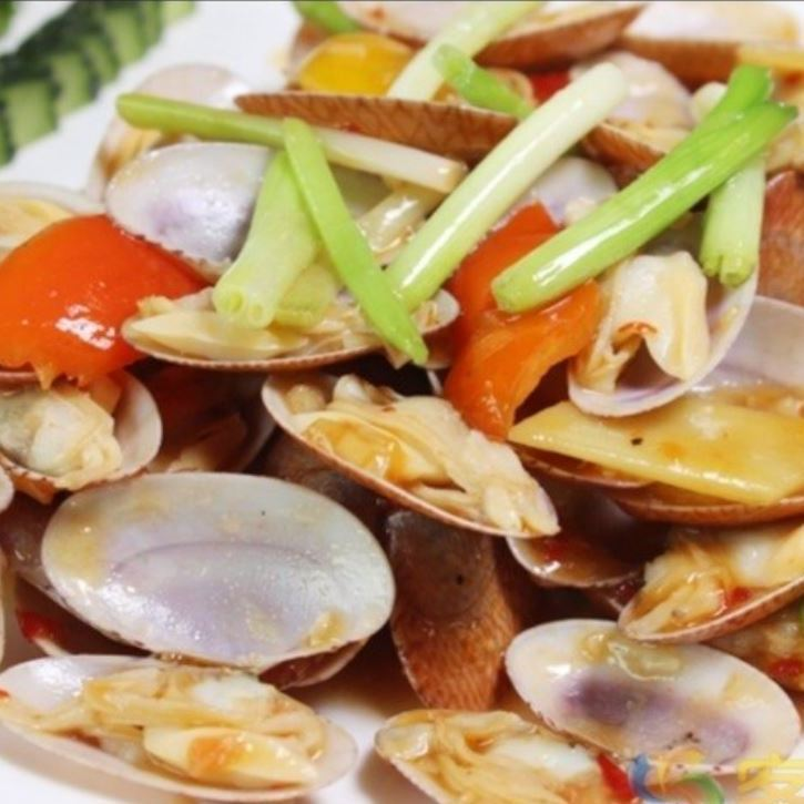 Stir-fried clams onion with ginger