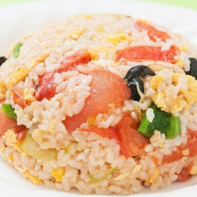 Fried rice with tomato and egg