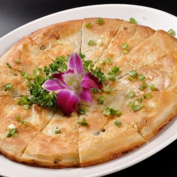Xian saxak meat pie / crispy fried bread with green onions