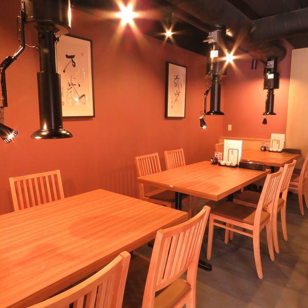 전체적으로 밝은 나무를 기조로 한 구조로되어 있습니다! 테이블 석은 주위와 떨어져 있기 때문에 천천히 앉으 실 수 있습니다.