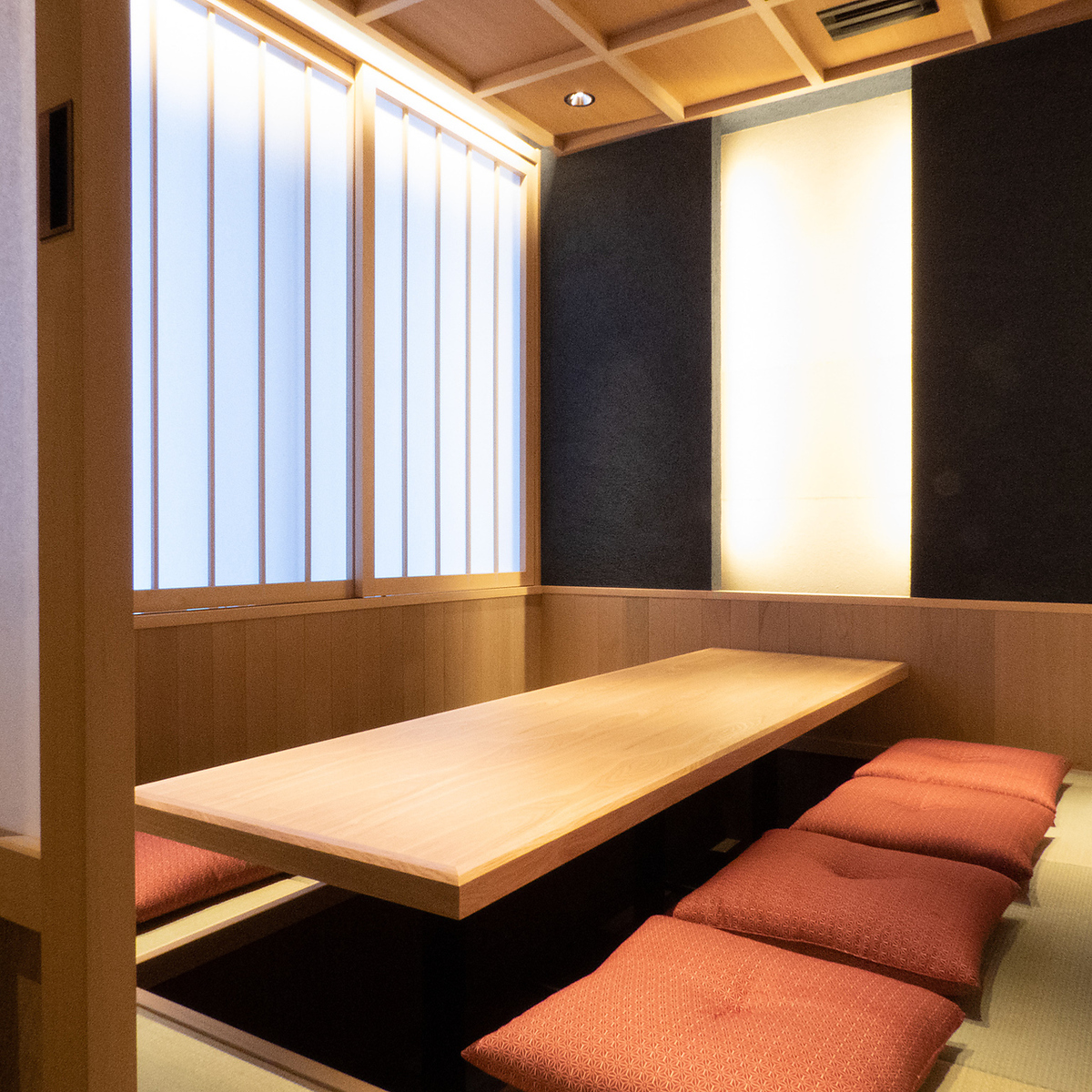 2F ... Completely relaxing in a private room Dining seats for 8 people in a relaxing space.It is perfect for corporate banquets, entertainment, hospitality to people outside the prefecture.Please take off your shoes on 1st floor and come up.