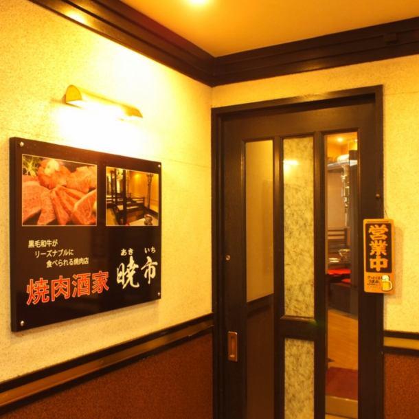 JR元町駅西口から徒歩1分。 阪神元町駅直通。 元町プラザビルの2階です。 アクセス抜群で、仕事帰り、ご家族で、女子会に様々なシーンでご利用いただけます。 土、日、祝日は16時からオープンしていますので、お買い物帰りなど早い時間からのご利用もおすすめしております。